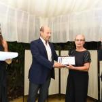Elizabeth Missland viene premiata da Riccardo Mastrangeli
